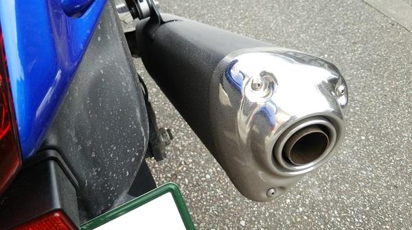 バイクのサイレンサーに付着した融雪剤