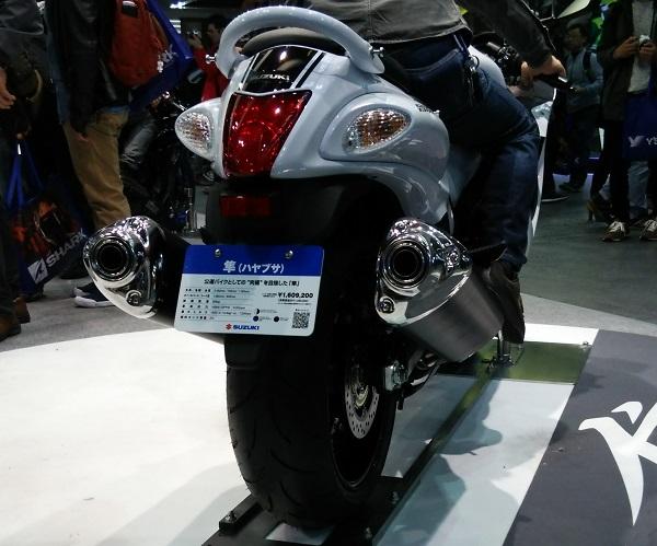 大阪モーターサイクルショーで展示されていたスズキのメガスポーツバイクの隼