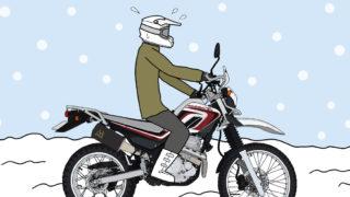 オフロードバイクで雪の上を走る人