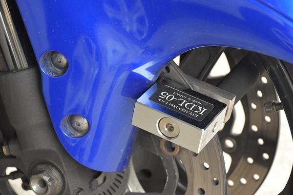 スズキのメガスポーツバイクの隼のディスクローターにキタコのディスクロックのKDL-05を取り付けた様子