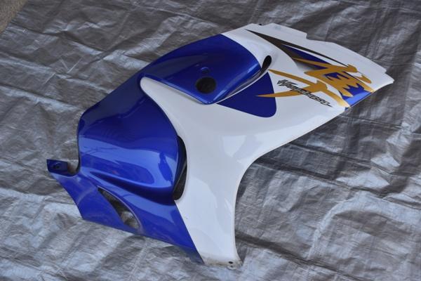 スズキのメガスポーツバイクの隼のサイドカウル