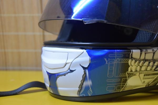 バイクのヘルメット シールド 隙間
