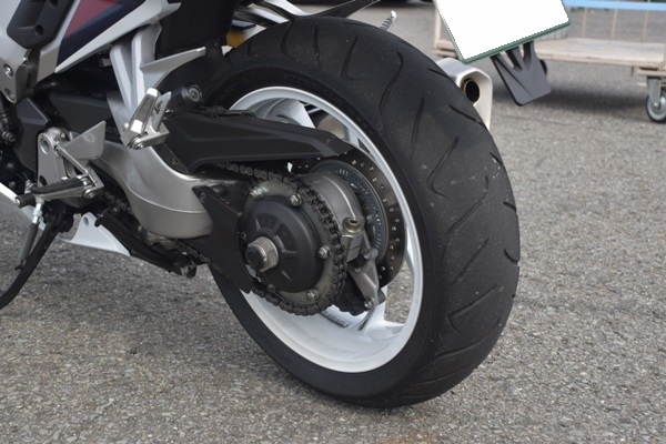 ホンダ バイク VFR800F パールグレアホワイト 2019年式 リアホイール スイングアーム