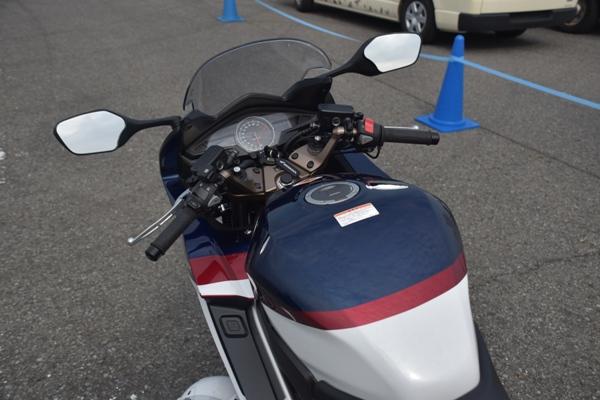 ホンダ バイク VFR800F パールグレアホワイト 2019年式 タンク ハンドル周り