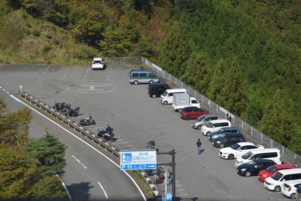 和歌山県 道の駅 田辺市龍神ごまさんスカイタワー 展望台 駐車場の様子
