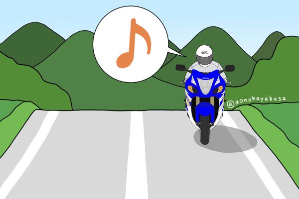 山 道路を走っているバイク ツーリング