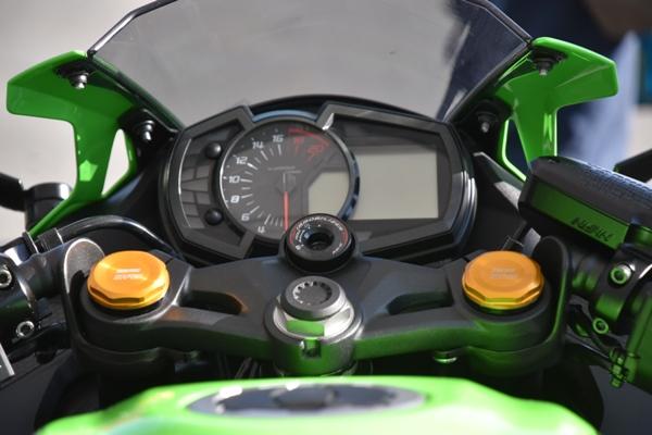 カワサキ バイク 250cc Ninja ZX-25R SE KRT edition メーター周り