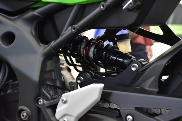 カワサキ バイク 250cc Ninja ZX-25R SE KRT edition リアクッションユニット