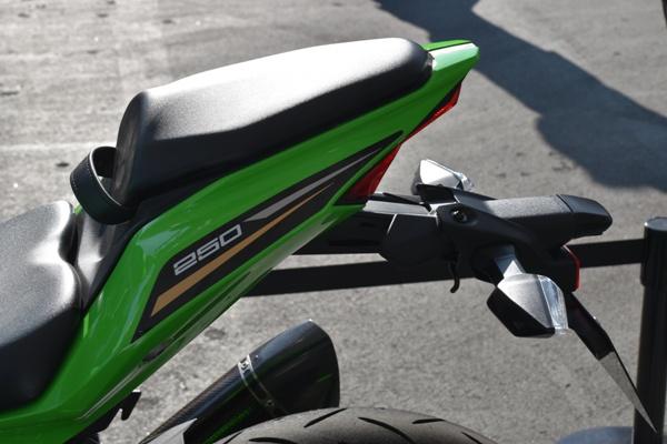 カワサキ バイク 250cc Ninja ZX-25R SE KRT edition テール周り