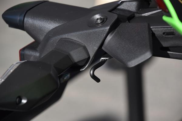 カワサキ バイク 250cc Ninja ZX-25R SE KRT edition テール周り フック