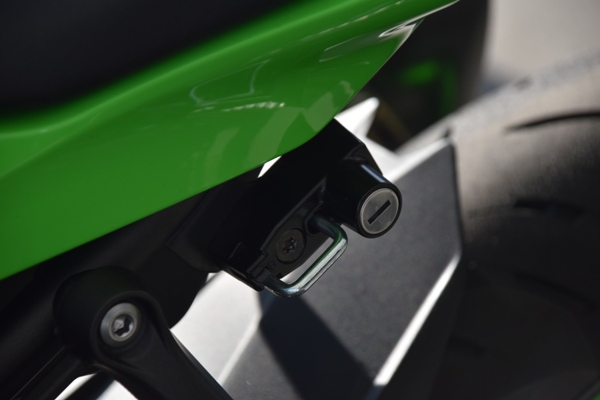 カワサキ バイク 250cc Ninja ZX-25R SE KRT edition ヘルメットロック