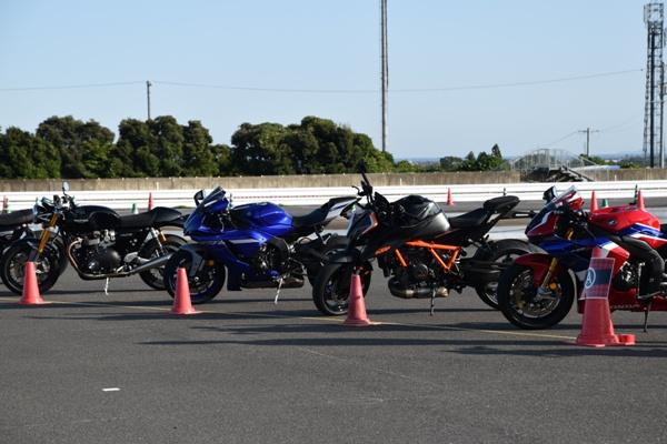 鈴鹿サーキット 交通教育センターに停まっているバイク
