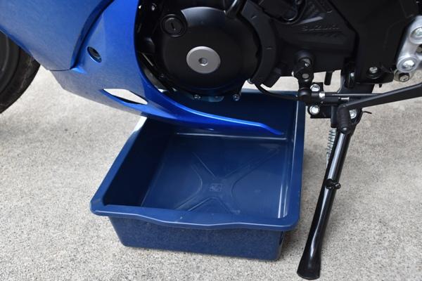 スズキ バイク 原付二種 GSX-R125 オイル受け
